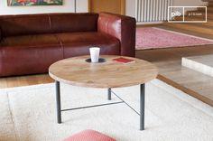 La mesa de centro de madera Bascole es una mesa de centro vintage de madera y metal. Nos gusta la mezcla de materiales.