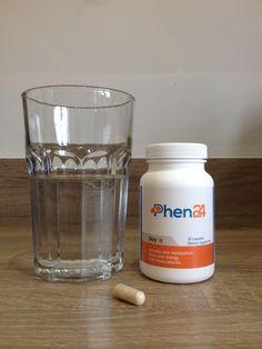 Un bicchiere per assumere una compressa di Phen24 Giorno! :-)
