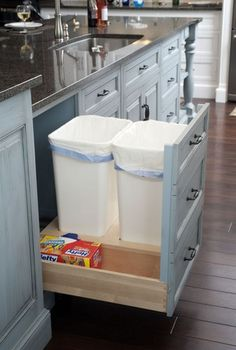 キッチンの「ゴミ箱スペース」、皆さんはどのようにしていますか?ゴミ箱は生活感がでるのでできれば隠して置きたいもの。そんな悩めるキッチンのゴミ箱スペース。他の家庭ではどんな風にスペースをつくっているか集めてみたのでご紹介します。