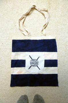 Ręcznie malowana torba płócienna.