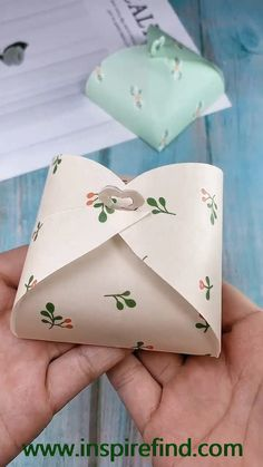 Diy crafts origami paper us get more exciting and the idea use purple paper to make long lavender it is very beautiful try to spray some perfume you will be surprised save it try to do it! Diy Crafts Hacks, Diy Crafts For Gifts, Diy Home Crafts, Diy Arts And Crafts, Creative Crafts, Cool Paper Crafts, Paper Flowers Craft, Paper Crafts Origami, Diy Paper