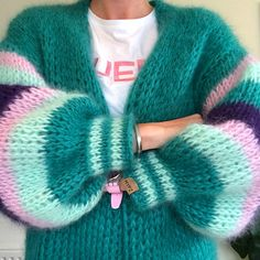 This is a unique handmade long green mohair cardigan. This beautiful cardigan is made of a high quality fine brushed mohair and does not pill. Mohair Cardigan, Crochet Cardigan, Long Cardigan, Knit Crochet, Cardigan Outfits, Gros Pull Mohair, Mode Ootd, Diy Mode, Big Knits