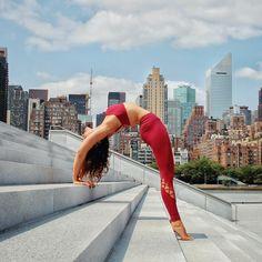 @alissayoga in The Entwine Legging #yoga #inspiration #aloyoga