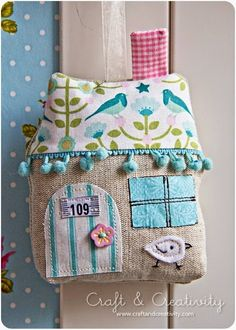 cute house pillow-- I& going to have to make some house pillows Fabric Art, Fabric Crafts, Sewing Crafts, Craft Projects, Sewing Projects, Projects To Try, Pin Cushions, Pillows, Diy And Crafts