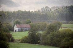 La granja y la niebla by Jaime Ruano, via Flickr