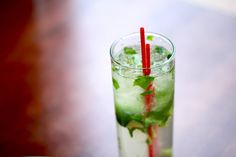How to Make the Mojito with White Rum, Lime Juice, Simple Syrup, Fresh Mint Leaves, Mint Sprigs. Refreshing Drinks, Yummy Drinks, Fancy Drinks, Yummy Food, How To Eat Better, How To Make, Mint Simple Syrup, Mojito Recipe, Cocktail Ingredients
