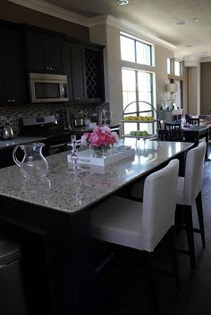 Like this granite, dark cabinets