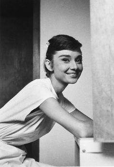 [SHOT] Audrey Hepburn ( 4 May 1929 – 20 January 1993) photo in 1953. age 24