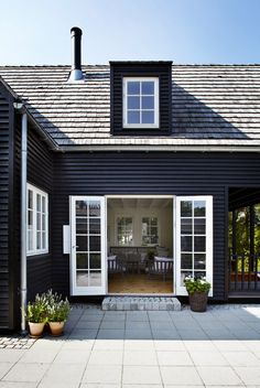 Exterior Paint Colors - You want a fresh new look for exterior of your home? Get inspired for your next exterior painting project with our color gallery. All About Best Home Exterior Paint Color Ideas Exterior Paint Colors, Exterior House Colors, Exterior Design, Exterior Siding, Gray Siding, Paint Colours, Wood Colors, Black House Exterior, Cottage Exterior