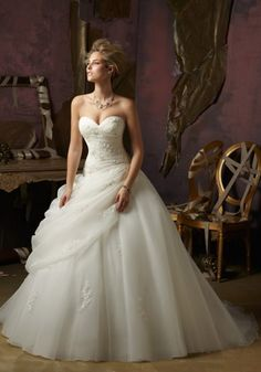 Crystal Beaded Lace Designed Wedding Dress with Organza and Tulle