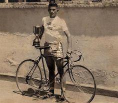 Anápolis na Rede · 30 de janeiro 2017  Foto 10973 - Antônio Maia de Oliveira, campeão da Volta Ciclística do Cinquentenário, 1957 — em Anápolis