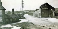 Bob's Smithy Inn with the smithy and house on the left 1910