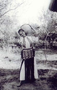 Source: http://only-romania.com/2013/01/romanian-peasants-in-the-early-twentieth-century/