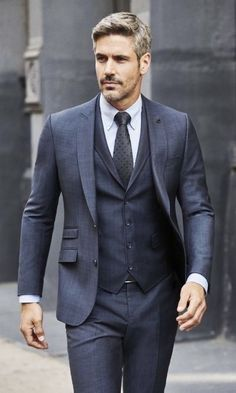 Monochromic gray three piece suit combo with a white button collar shirt gray silk tie. Mens Fashion Suits, Mens Suits, Womens Fashion, Classy Suits, Designer Suits For Men, Herren Outfit, Formal Suits, Hommes Sexy, Well Dressed Men