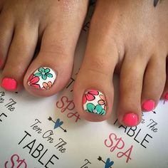 The advantage of the gel is that it allows you to enjoy your French manicure for a long time. There are four different ways to make a French manicure on gel nails. Cute Toe Nails, Fancy Nails, Pretty Nails, Pedicure Nail Art, Toe Nail Art, Manicure, Diy Nails, Summer Toe Nails, Summer Pedicures