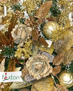¿Listos para hacer brillar sus hogares en esta #Navidad? Con la tendencia #ClásicaLuminosa de seguro lo lograrán 💛✨ . . #doradanavidad #navidadfexton #colombia #brillo #navidad Christmas Wreaths, Holiday Decor, Home Decor, Glow, Holiday Wreaths, Hearths, El Dorado, Holiday Ornaments, Colombia