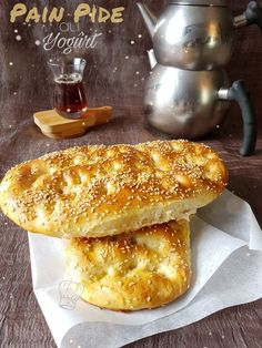Pide Turkish Bread with Yoğurt Turkish Yogurt, Turkish Recipes, Ethnic Recipes, Bread Dough Recipe, Middle Eastern Recipes, No Bake Cookies, Different Recipes, Food And Drink, Breakfast