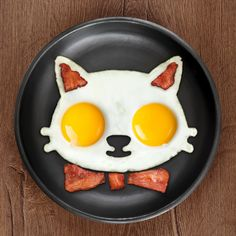 Serve a pair of sunny-side-up eggs in purrfect style! Funny Side Up is a handy frame that helps turn eggs into a fun, feline-inspired treat! Made of pure food-safe silicone.