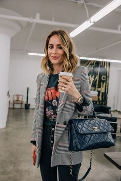 winter-womens-fashion-trends-and-styles - : Chic Graphic Tee + Blazer Outfit Mode Outfits, Office Outfits, Fall Outfits, Fashion Outfits, Womens Fashion, Office Attire, Office Wear, Ladies Fashion, Chic Outfits