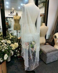 Wedding Veil, Lace Wedding, Wedding Dresses, Fashion, Bride Dresses, Moda, Bridal Gowns, Fashion Styles, Weeding Dresses