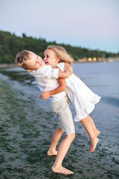 Little sister pictures, brother sister photos, family beach pictures, beach Brother Sister Photography, Brother Sister Photos, Sibling Photography, Photography Ideas, Sibling Beach Pictures, Beach Photos, Summer Family Photos, Summer Pictures, Sibling Photo Shoots