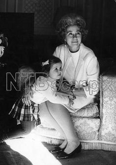 scanpix:  Princess Alexia of Greece with her grandmother Queen Frederika, 1968