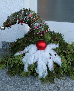 Weihnachtswichtel aus Tannen grün