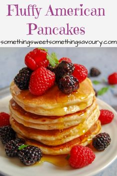 Fluffy American Pancakes Fluffy American Pancakes: Looking for the best ever fluffy American pancake recipe? This foolproof recipe will give you perfect pancakes every single time. Pancakes No Milk, Scotch Pancakes, Nutella Pancakes, Greek Yogurt Pancakes, Cinnamon Roll Pancakes, Low Carb Pancakes, Chocolate Chip Pancakes, Pancakes Easy, Buttermilk Pancakes