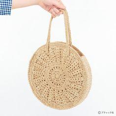 올여름엔 써클가방을 하나 떠보는 것도 좋을 것같아요.^^★밑에 사진에서처럼가방끈은가죽으로 달아... Crochet Purse Patterns, Crochet Pouch, Knit Or Crochet, Knitting Patterns, Crochet Handbags, Crochet Purses, Crochet Woman, Knitted Bags, Crochet Designs