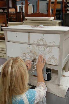repeindre un meuble et le decorer