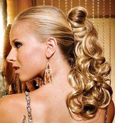 Peinados de fiesta para lucir tu melena - ondulado con coleta