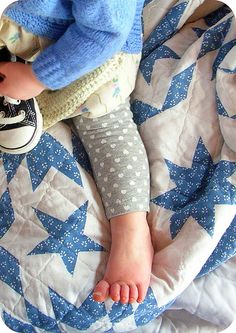 try with the green Cute Little Baby, Little Babies, Little Ones, Little Girls, Baby Kids, The Little Prince, Nursery Inspiration, Boy Blue, Baby Feet
