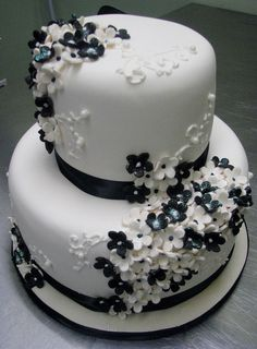 Black and White Cake by Kim and Ashlee's Cakes & Cookies, via Flickr