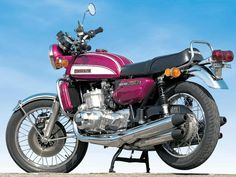 1972 Suzuki 750 GT - mate of mine had a customised version best brakes I ever used nearly broke my wrists Suzuki 750, Suzuki Bikes, Moto Suzuki, Suzuki Cars, Suzuki Motorcycle, Motorcycle Garage, Vintage Bicycles, Vintage Motorcycles, Aftermarket Motorcycle Parts