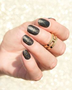 #BrooklynBridgeJN is one of our favorite wraps. Which ones do you wear when you're going to a party? #partynails @So_Nailicious #Jamberry