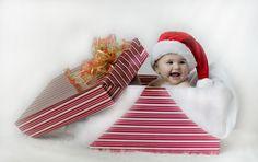 Christmas baby photo @Tabitha Gibson Gibson Gibson Burrell  this is a good idea also :)