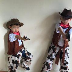 Inspiration, Bastelanleitungen & Accessoires mit du dein Cowboy-Kostüm einfach selber machen kannst #diykostüm #kostümidee #karneval #Helau #Alaaf #Jecken #EndlichGehtslos #jetztgejtslos #karneval2019 #karnevalstage #karnevalskind #karnevalmakeup #karnevalslook #karnevalmeineliebe #karneval1111 #alaaf #alaafyou #alaafin #alaafmycrew #alaafmysquad #faschingskostüm #helau #gruppenkostüm #verkleidung #karnevalskostüm #paarkostüm #gruppenkostüm #familienkostüm Alaaf You, Cowboys, Twins, Hipster, Costumes, Inspiration, Instagram, Style, Fashion