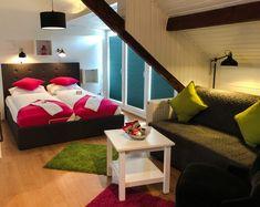 Unser Siebengebirgszimmer ist ein Hingucker - mit oder ohne Zustellbett! Bad Godesberg, Villa, Das Hotel, Furniture, Home Decor, Birthing Center, Art Nouveau, Bed, Ad Home