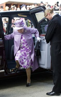 Britain's Queen Elizabeth II arrives at the Epsom Derby Festival, in Surrey, southern England, 07.06.2014.