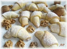 Ořechové rohlíčky bez kynutí | Vaříme doma Czech Recipes, Russian Recipes, Christmas Goodies, Christmas Baking, European Dishes, Roll Cookies, Pavlova, Sweet Life, Sweet Recipes