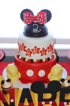 Hi Loves, Since Ayden's Mickey Birthday bash is this weekend, I decided to share a flashback Friday post on Annabelle's 2nd birthday which if you haven't guess by now was also a Mickey Theme. I initially was going to have Ayden's party as Woodland Animal theme, but because this kid is super obsesse