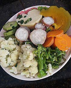 Eu definitivamente preciso de um prato maior hahah!! 👅👅💚 🌱 Almoço 👉 Alface, batata doce, cenoura, brócolis, couve-flor, abobrinha, moranga, e inhame Olha esse inhame gente, igual um ❤ QUE AMORRRR 💚💚💚💚 #vegetarian #vegetarianismo #veganfood #veganfoodshare #veganpornfood #foodporn #foodphotography #happyfood #veganpelosanimais #veganaporamor #mascomeoque #oquevegancome #whatveganseat #eat #amazing #healthylife #veganlunch #tasteamazing #tastyfood #cheers #fit #fitness  Yummery - best…