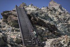 #suisse #switzerland #swiss #travel #voyage #decouverte #discovery #travelphotography #traveldestinations #travelquotes #travelpacking #cervin #montcervin #zermatt #matterhorn  #lausanne #geneve #picture #lucerne Zermatt, Lausanne, Mount Everest, Skyscraper, Multi Story Building, Mountains, Nature, Travel, Photography