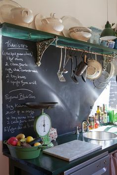 Green accents in the kitchen. big chalkboard backsplash 25 + Great Kitchen Backsplashes at Remodelaholic New Kitchen, Kitchen Dining, Kitchen Decor, Kitchen Ideas, Kitchen Designs, Kitchen Black, Kitchen Interior, Kitchen Storage, Vintage Kitchen
