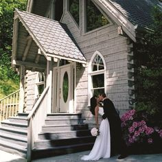 If you getting married in the Smoky Mountains, here at Jackson Mountain Homes want to help. Click the Pin and see some of the wedding information we have for the area.