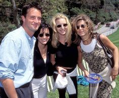 Mathew Perry, Courteney Cox, Lisa Kudrow and Jennifer Aniston Friends Tv Show Cast, Friends Actors, Tv: Friends, Friends Moments, Friends Forever, Best Series, Best Tv Shows, Favorite Tv Shows, 1990s