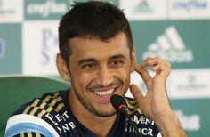 Robinho em entrevista coletiva na academia de futebol. Mar/2015.