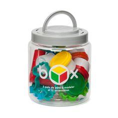 Dans cette box pâte à modeler et accessoires, l'enfant a tout ce dont il a besoin pour réaliser de belles créations. Avec tout ce matériel, l'enfant apprend à malaxer, couper, rouler, tous ces gestes nécessaires à la fabrication de modelages. Il manipule cette pâte à modeler avec plaisir tout en exerçant sa créativité et sa dextérité.
