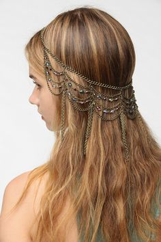 Draped Chain Halo Headwrap from Urban Outfitters. Saved to Hair Things. Romantic Hairstyles, Diy Hairstyles, Wedding Hairstyles, Head Jewelry, Jewlery, Hair Jewellery, Fashion Jewellery, Silver Jewelry, Fine Jewelry