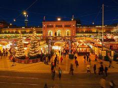 "willkommen-in-germany: ""Hannover Hauptbahnhof mit Weihnachtsmarkt - Hannover Central Station with Christmas Market, Niedersachsen (Lower Saxony), Northern Germany """